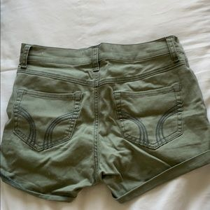 HIGH WAISTED OLIVE GREEN SHORTS